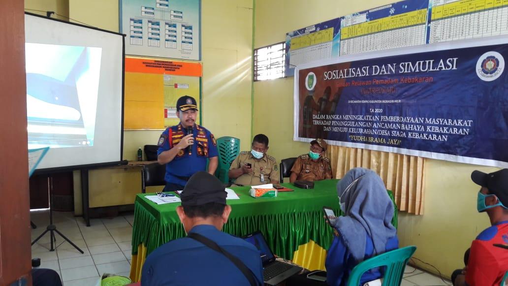 Satredkar Kecamatan Kempas Diberi Ilmu oleh DPKP Inhil Cara Padamkan Api