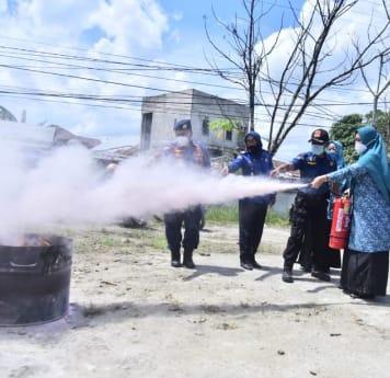 DPKP Inhil Berikan Simulasi Kebakaran Kepada TP PKK