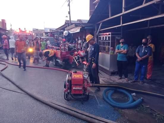 Kebakaran di Tembilahan Hulu, DPKP Inhil Kerahkan 3 unit Mobil Pemadam Kebakaran